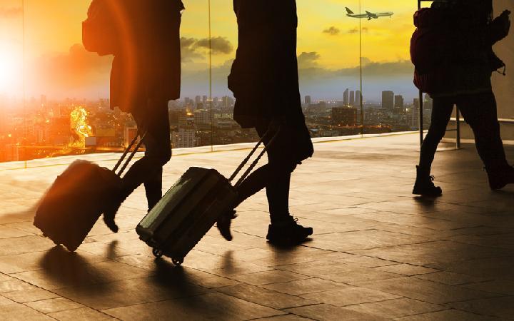 Tips Menjaga Tubuh Tetap Fit Saat Traveling