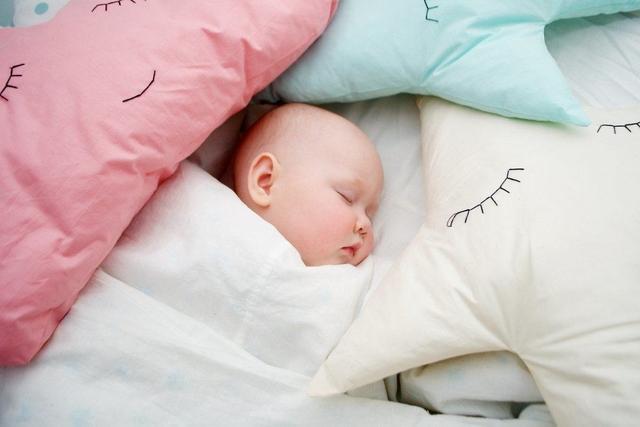 Apakah Bayi Baru Lahir Harus Dibedong?