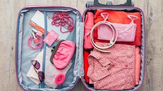 6 Barang Nggak Penting Yang Sering Bikin Koper Berat Saat Travelling!