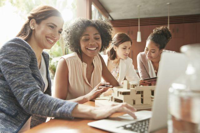 5 Cara Menciptakan Lingkungan Kerja Yang Menyenangkan