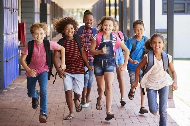 Tips Parenting Anak: Berikut Cara Membuat Si Kecil Nyaman Di Hari Pertama Sekolah
