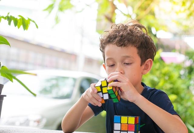 Ini Dia 4 Manfaat Membiarkan Anak Bermain Sendiri