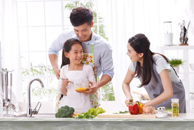 Membantu Orang Tua Di Rumah: Ini Pekerjaan Yang Bisa Dilakukan Anak