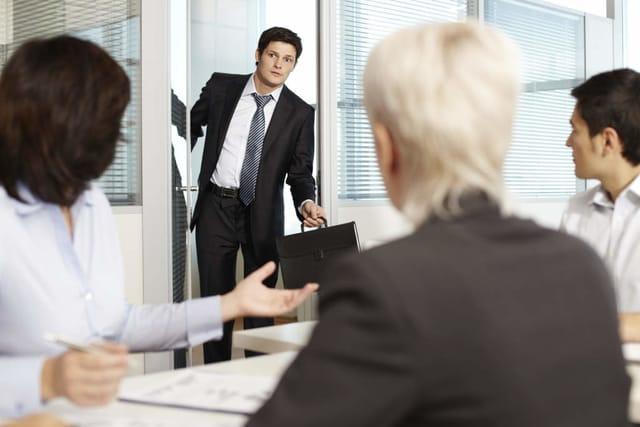 Stres Karena Beban Kerja? Kenali Tanda- Tandanya!