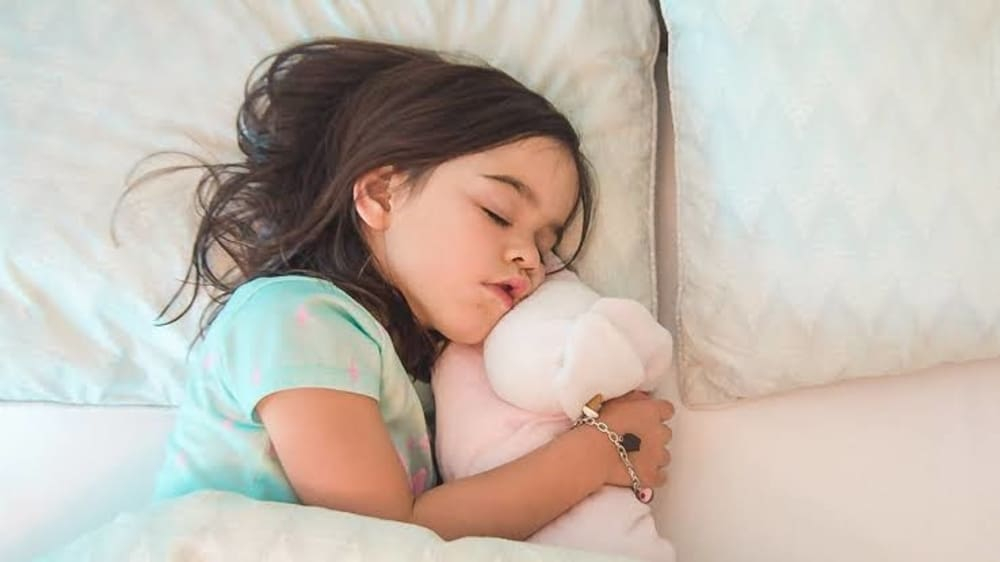 Pada Usia Berapa Sebaiknya Anak Belajar Tidur Sendiri?