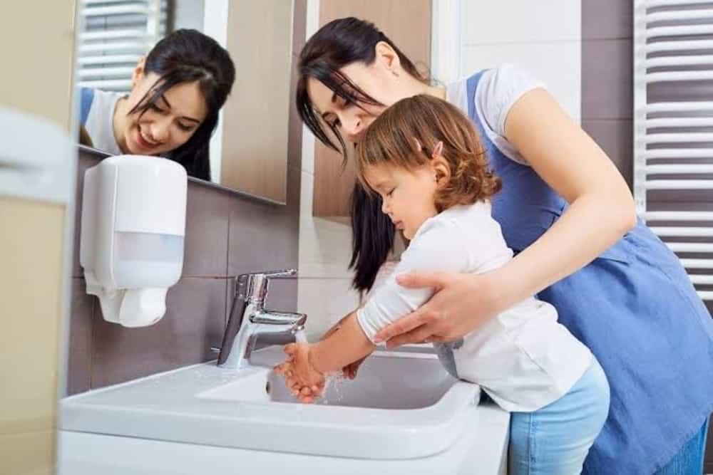 Dari Usia Berapa Anak Bisa Diajarkan Mencuci Tangan Sendiri?