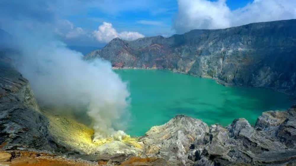 Kawah Paling Indah di Indonesia yang Bisa Jadi Destinasi WIsatamu Selanjutnya