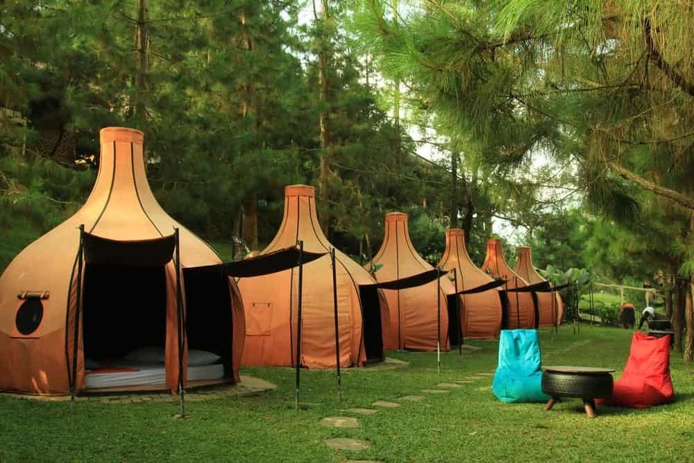 Ini Rekomendasi Hotel Bernuansa Outdoor di Bandung. Cocok Untuk yang Suka Camping!