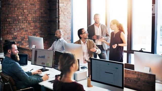 Tidak Hanya Kepintaran: Ini 5 Tips yang Bikin Kamu Bersinar di Kantor!