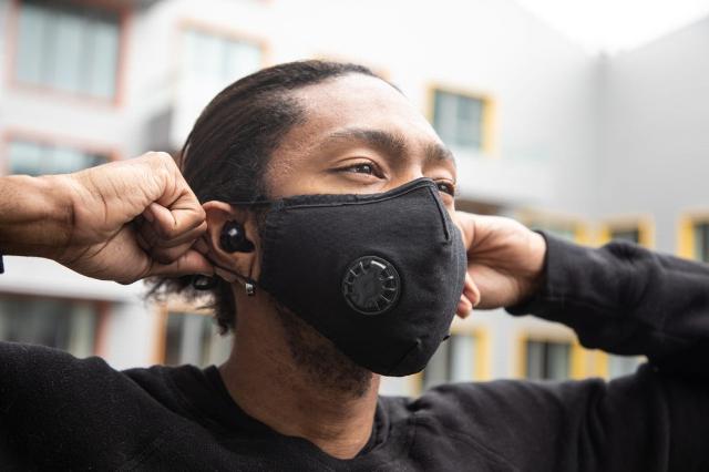 Wajib Digunakan Selama Pandemi, Begini Cara Menggunakan dan Melepas Masker Kain yang Baik