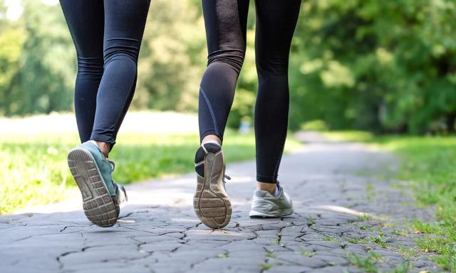 Olahraga Jalan Kaki Di Tengah Pandemi: Baik Untuk Kesehatan Fisik dan Mental