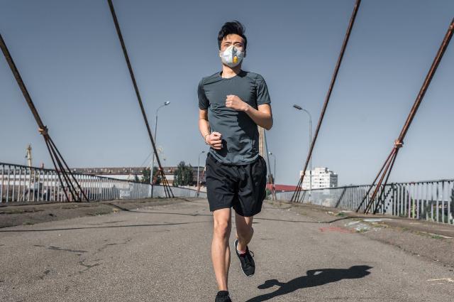 Pakai Masker dan Jaga Jarak: 2 Hal yang Wajib Diterapkan Saat Olahraga Di Luar Rumah