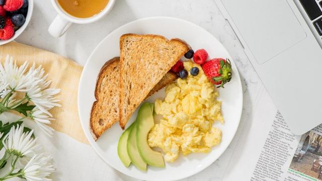 5 Ide Menu Sarapan Pagi yang Sehat dan Bikin Perut Kenyang Lebih Lama!