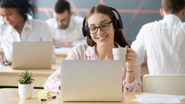 Ketahui 4 Alasan Mendengarkan Lagu Dapat Meningkatkan Semangat Kerjamu!    Enervon
