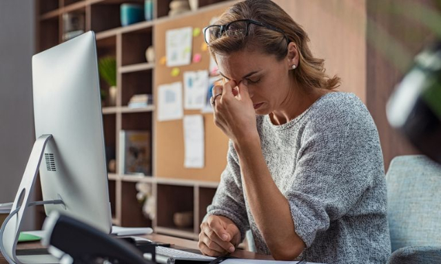 5 Gejala Kamu Alami Stres Kerja. Dapat Turunkan Produktivitas, Lho!