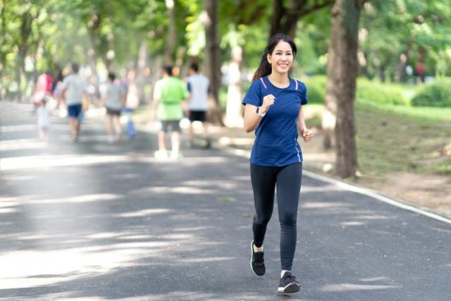 Tren 10 Ribu Langkah, Ini Manfaat Olahraga Jalan Kaki Untuk Kesehatan!