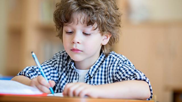 7 Cara Jitu Tingkatkan Prestasi Belajar Si Kecil