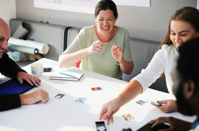 5 Cara Berkomunikasi yang Baik Di Lingkungan Kantor. Perlu Diterapkan!