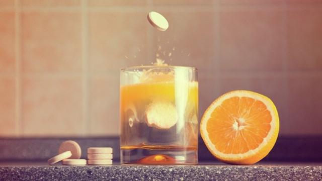 Tetap Jaga Imunitas Selama PSBB, Ketahui Waktu Terbaik Minum Vitamin C!