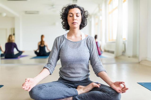 Manfaat Yoga Dapat Atasi Pegal Selama WFH, Ini Deretan Gerakannya