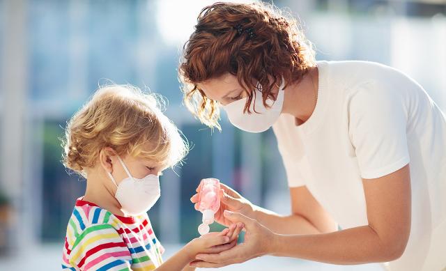Penggunaan Hand Sanitizer Pada Bayi dan Anak. Apakah Aman Dilakukan?