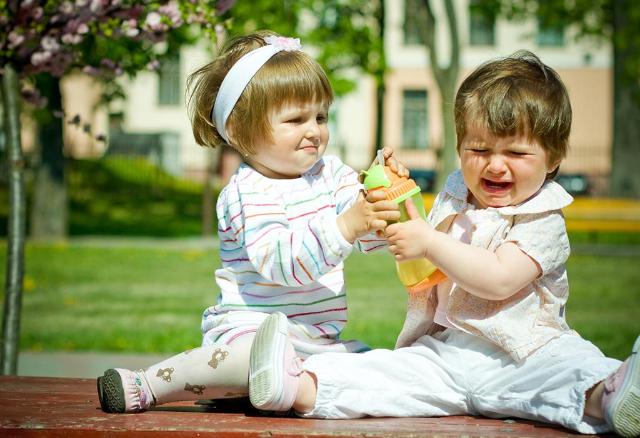 Punya Anak Kembar? Didik Dengan 4 Tips Berikut