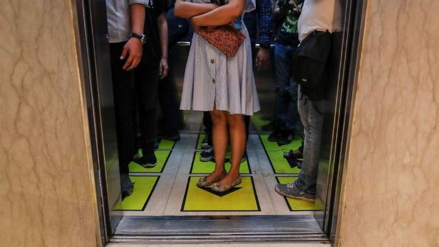 Studi: Covid-19 Mampu Bertahan Di Dalam Lift Hingga 30 Menit