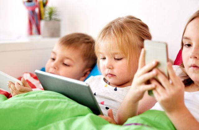 Kecanduan Gadget, Bisa Timbulkan Dampak Buruk Pada Perkembangan Anak
