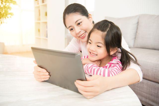 Parents! Ketahui Tips Mengatur Screen Time Anak Selama Di Rumah