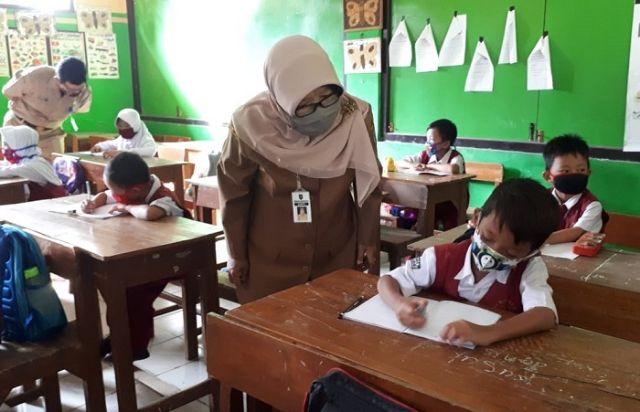 Mendikbud: Belajar Tatap Muka Boleh Dilakukan Kembali Di Tahun 2021