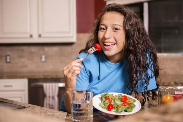 Maksimalkan Masa Pubertas Remaja, Orangtua Perlu Berikan Deretan Nutrisi Ini