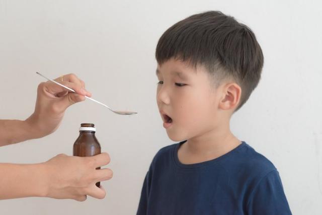 Bantu Jaga Imun Tubuh Anak, Ini Lho Kiat Memilih Multivitamin yang Tepat Untuknya