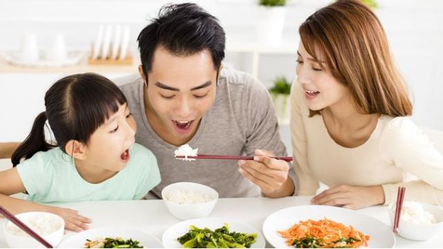 Anak Tetap Hidup Sehat Selama Pandemi, Terapkan Pola Makan Ini Yuk, Moms!