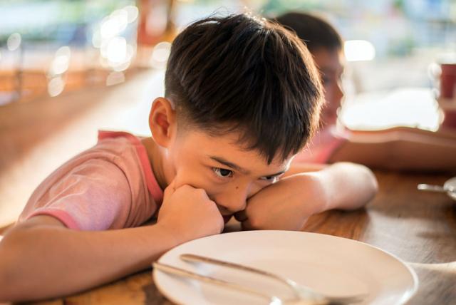 Berkaitan Perkembangan Anak, Kapan Waktu Tepat Ajarinya Berpuasa?