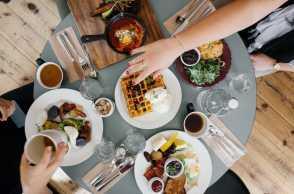 4 Tips Sehat Buka Puasa, Anti Kalap dan Begah Nih!