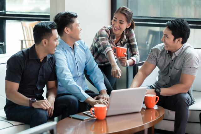 5 Cara Berkomunikasi yang Baik di Kantor. Wajib Diterapkan Nih!