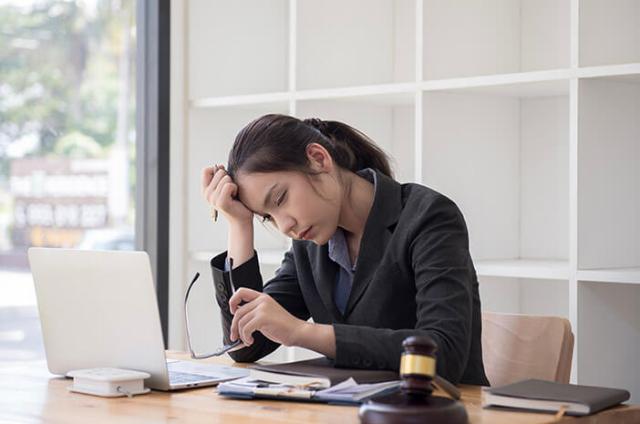 Posisi Duduk yang Salah Saat Kerja Bisa Rusak Postur Tubuh Lho, Kok Bisa?