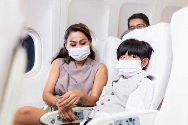 Bepergian Dengan Pesawat Bersama Anak, Amankah Hal Tersebut?