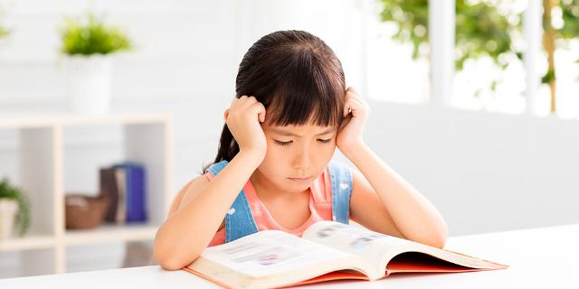 Si Kecil Alami Kesulitan Belajar, Mungkin Ini 4 Penyebabnya